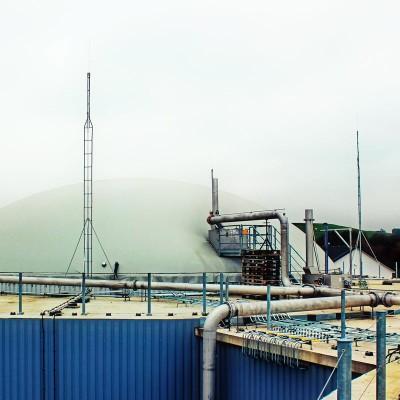Biogasanlage – isolierter Blitzschutz, freistehende Fangstangen
