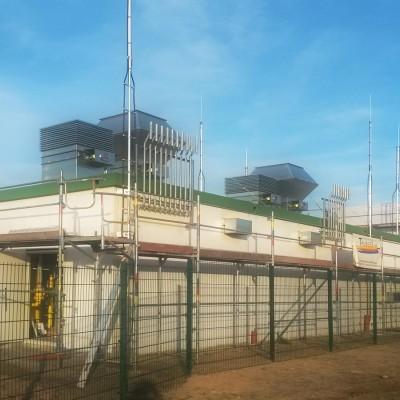 Isolierte Fangstangen, Blitzschutz an Gasstation